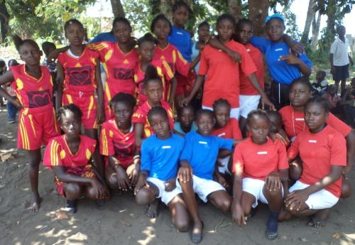 James Teah School's girls (left) and our girls (right) posing for a photo before the start of the game.