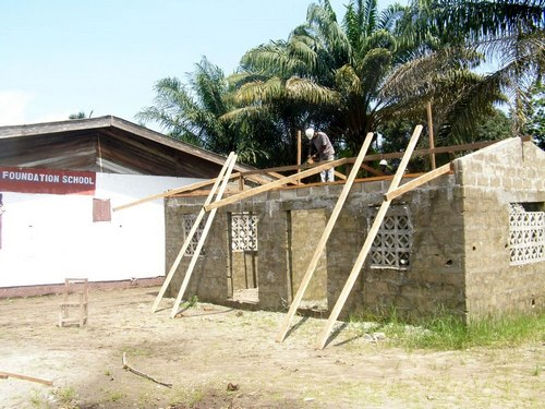 Carpenters roofing the building
